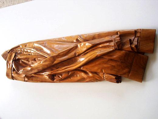 Escultura en madera camisas abrazadas - Esculturas de madera abstractas ...